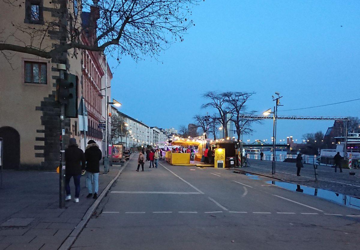 Urbane Intervention am nördlichen Mainufer – Eisbahn